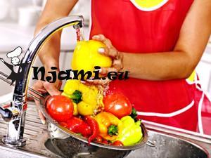 Naravno-čiščenje-sadje-in-zelenjave-s-sodo-bikarbon