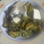 Shirataki rezanci s popečeno zelenjavo v čemaževo curryjevi omaki z dodatkom masla