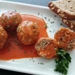 Čufti v paradižnikovi omaki