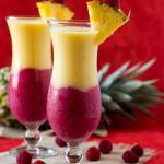Kremni smoothie z ananasom in jagodičevjem